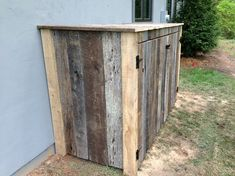 Awesome And Interesting Rustic Reclaimed Wood Design Ideas Using Wonderful Diy Woodworking Ideas For Spot Design Ideas Old Fence Wood, Old Barn Wood, Old Fences, Barn Wood Projects, Reclaimed Wood Projects, Hide Trash Cans, Garbage Shed, Bois Diy, Diy Furniture Plans