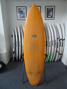 Modèle de Phil Grace. Un step up assez volumineux pour un surf confortable et précis dans la plupart des conditions