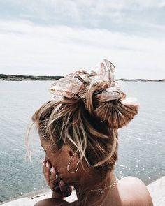 pinterest: chandlerjocleve instagram: chandlercleveland Good Hair Day, Hair Goals, Scarf Hairstyles, Messy Hairstyles, Pretty Hairstyles, Hair With Scarf, Scarf Bun, Beach Hair, Beach Bun