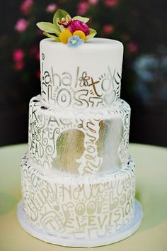 Wedding Cake Design Trends for 2014 - Project Wedding Pretty Cakes, Beautiful Cakes, Amazing Cakes, Cool Wedding Cakes, Wedding Cake Designs, Wedding Cupcakes, Wedding Ideas, Metallic Cake, White Cakes