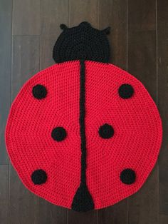 Crochet Ladybug Rug Are you on the hunt for some gorgeous Crochet Animal Rugs to make? Look no further, we've put together some cute ideas that you are going to love. Crochet Carpet, Crochet Quilt, Crochet Home, Crochet Doilies, Knit Crochet, Crochet Stitches, Lady Bug, Crochet Ladybug, Animal Rug