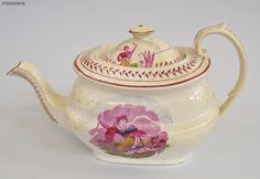 A SUNDERLAND LUSTRE TEA POT C1815-20