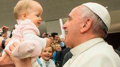 """El Papa Francisco expresó su rechazo al aborto y afirmó que actualmente se vive una cultura del descarte que adora """"al dios dinero"""" en cuyo nombre se mata a los niños antes de nacer. https://www.aciprensa.com/noticias/se-mata-ninos-antes-de-nacer-en-nombre-del-dios-dinero-dice-papa-francisco-sobre-aborto-73330/"""