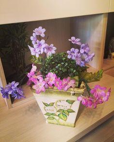 #homedecor#shabbychic#vaso#shabby#flowers#springiscoming#colourful#fleurs#violet#vase#loveshabby#home#love# by eleonorinapingu