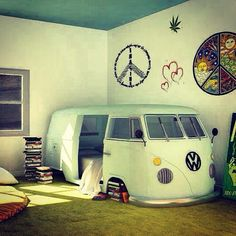 ermahgherd....I WOULD DIE IF THIS WAS IN MY ROOM! THE BED IS INSIDE THE VW!!!!! <3 There are books stacked up under the wheel!<3<3<3<3<3<3<3<3<3<3<3