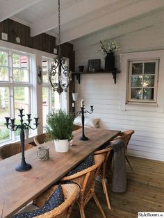 Read more about shabby chic homes Sunroom Dining, Small Dining, Dining Area, Home Kitchens, Home Remodeling, Living Room Designs, Shabby Chic, Sweet Home, New Homes