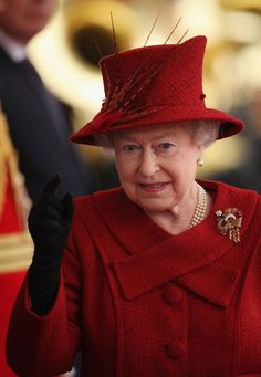 Queen Elizabeth, October 26, 2010 | The Royal Hats Blog