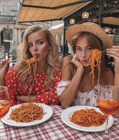 Spaghetti Tag your BFF by & via Best Friend Pictures, Bff Pictures, Friend Pics, Shooting Photo Amis, Foto Glamour, Shotting Photo, Best Friend Goals, Best Friends Forever, Friendship