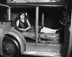 Multifunktional: An der Motor Show im Olympia in London präsentiert 1929 ein Hersteller Autositze, die sich mit wenigen Handgriffen in ein Bett umwandeln lassen.