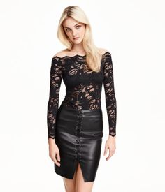 Fitted off-the-shoulder top in black lace with long sleeves. | Party in H&M