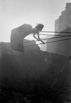 Frank Horvat - Swinging Girl, Cairo 1962.