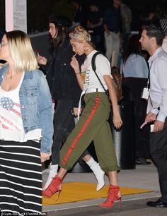 Show your brand allegiance in  Gucci logo T-shirt like Hailey #DailyMail