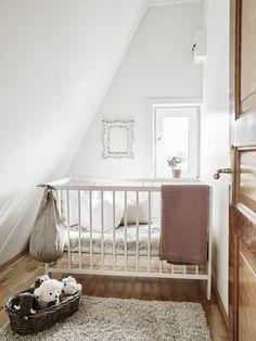 Una piccola stanzetta in #mansarda - A small room under the roof #attic