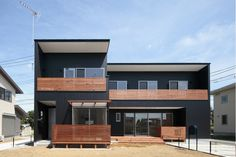 建築家:とりやまあきこ「カフェ・ライブラリーの家」 Exterior Paint Colors, Japanese House, My Dream Home, Home Projects, Facade, Beach House, Architecture Design, Home Goods, House Plans
