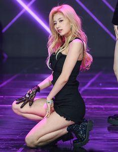 Sexy Asian Girls, Beautiful Asian Girls, Sexy Hot Girls, Cute Girls, Kpop Girl Groups, Korean Girl Groups, Kpop Girls, Sana Momo, Gfriend Yuju