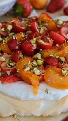 Gluten Free Desserts, Pavlova, Caprese Salad, Greek Yogurt, Cooking Tips, Camembert Cheese, Birthday Cake, Baking, Video