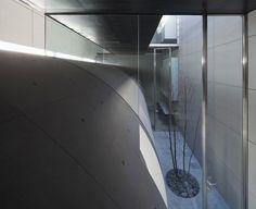tunnel house by makiko tsukada visually extends the street