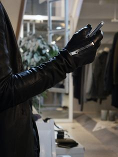 Zip Leather Gloves - S'exprimer /// The gloves are made from a buttery soft lamb leather and is lined with wonderfully soft silk boa. It features a durable raccagni zip between the thumb and pointer finger for easy wear. The gloves feature panels on the tip of the thumb, pointer finger, and middle finger that makes screens on smartphones and tablets possible easy to touch
