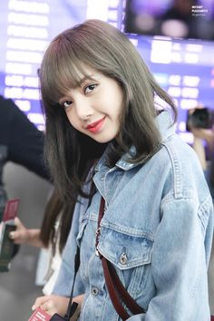Lisa Lalisa Manoban Blackpink LISA Lisa Blackpink [lalalalisa_m] Kim Jennie, Jenny Kim, Rapper, Kpop Girl Groups, Kpop Girls, Cute Gifs, Lisa Blackpink Wallpaper, Black Pink Kpop, Lisa Bp