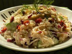 Z kysaného zelí vymačkáme vodu (tu vypijeme nebo použijeme jinak). Pokud je zelí moc kyselé, propláchneme ho a překrájíme na menší kousky.Okurku... Potato Salad, Cabbage, Potatoes, Vegetables, Ethnic Recipes, Food, Diet, Vegetable Recipes, Eten