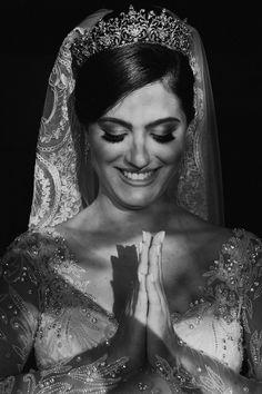 Casamento no Espaço Terras de Clara no interior de São Paulo. Fotos de casamento no campo. Crown, Interior, Space Wedding, Wedding Photos, Earth Space, Wedding Shot, Weddings, Indoor, Crowns