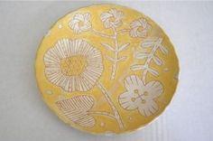 makoto kagoshima Ceramic Plates, Ceramic Art, Kagoshima, Ceramic Techniques, Slab Pottery, Japanese Design, Tile Patterns, Surface Design, Dahlia
