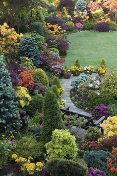 My favorite garden for the combination of plants, making this garden look…