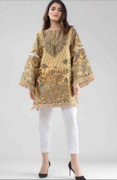 Pakistani Casual Wear, Simple Pakistani Dresses, Pakistani Fashion Party Wear, Pakistani Dress Design, Pakistani Outfits, Kurti Designs Pakistani, Kurti Pakistani, Pakistani Lawn Suits, Pakistani Couture