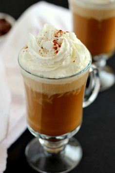 This iced mocha cappuccino combines a blend of rich coffee and chocolate, mixed in with creamy vanilla ice cream. Yummy Drinks, Delicious Desserts, Yummy Food, Hot Chocolate Recipes, Vegetarian Chocolate, Baking Recipes, Dessert Recipes, Nutritious Smoothies, Iced Mocha