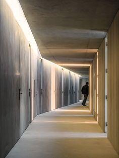 Beautiful Corridor Lighting Design For Perfect Hotel 43 Lobby Design, Design Hall, Design Entrée, House Design, Corridor Lighting, Interior Lighting, Lighting Design, Space Architecture, Architecture Details
