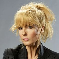 Bethany Dutton, the daughter of big cattle ranch owner John Dutton and his wife Evelyn Dutton, is a banker. She is essentially played by Kelly Reilly, but Kylie Rogers played a younger version in several flashbacks. Kelly Reilly, Yellowstone Series, Father John, Kevin Costner, Female Actresses, Beautiful Mess, Cut And Color, Pretty Hairstyles, Hair Goals