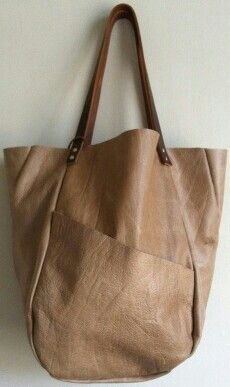 by Hawke & Carry. Like this simple leather tote Spring Bags, Big Bags, Leather Projects, Shopper, Tote Bag, Beautiful Bags, Leather Working, Fashion Bags, Mens Fashion