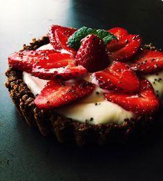 Healthy-Yogurt-Granola-Fruit-Tart