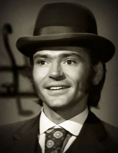 Pete Duel wearing bowler hat in Alias Smith and Jones