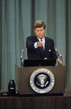 Six photos de légende: Jackie et John Fitzgerald Kennedy John Kennedy Jr, Los Kennedy, Jfk Jr, Jacqueline Kennedy Onassis, Greatest Presidents, American Presidents, Presidents Usa, American History, John Fitzgerald