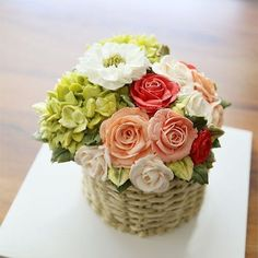 Student's work... Basket style buttercream flower cake.  #cherryblossom #buttercream #butter #buttercreamflowers #flowers #flower #cake #cakes #kiss #korea #kissthecake #class #koreanstyle #koreanbuttercream #spring #basket  #케이크 #케익 #플라워케이크 #플라워 #플라워케익 #버터크림 #키스더케익  #키스더케이크 #버터크림플라워케이크 #여름 #바구니케익