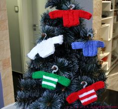 Christmas Sweater Decoration Free Knitting Pattern ( Scroll Down)