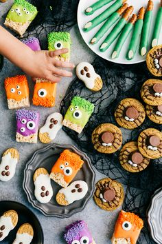 "sweetoothgirl: ""DIY Halloween Treats (Monster Rice Krispies Treats, Peanut Butter Spider Cookies, Nutter Butter Ghosts, and Witch Finger Pretzels) "" Halloween Cocktails, Halloween Desserts, Halloween Cupcakes, Spooky Halloween, Hallowen Food, Halloween Appetizers, Halloween Goodies, Halloween Food For Party, Holidays Halloween"