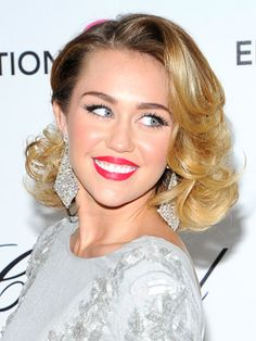 Miley's retro Hollywood look is perfect for prom!