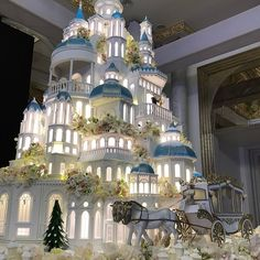The Castle Wedding Cake Like You've Never Seen Before - Here is How to Make a Grand Statement with Your Wedding Cake - Wedding Digest Naija Huge Wedding Cakes, Castle Wedding Cake, Extravagant Wedding Cakes, Amazing Wedding Cakes, Wedding Cakes With Cupcakes, Wedding Cakes With Flowers, Wedding Desserts, Extreme Wedding Cakes, Bolo Floral