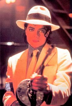 Michael Jackson --- Smooth Criminal... http://www.youtube.com/watch?v=h_D3VFfhvs4=av2e