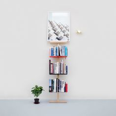 'So, how many books can Stilt actually carry?' is a question we often get. Well, the answer lies around 120 cm or about 50 kg of your favourite paper. #stilt #bookshelf #modern #movable #library #mwa #makerswithagendas #mwadesign #agendadrivendesign #mwagram #nomadicliving #multiuse #minimallogistics