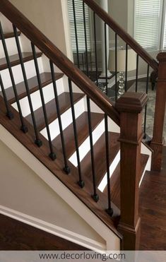 If its filling is perforated, consisting of balusters fixed at an equal distance, it takes the name of balustrade. If its filling is perforated, consisting of balusters fixed at an equal distance, it takes the name of balustrade. Staircase Railing Design, Interior Stair Railing, Wrought Iron Stair Railing, Staircase Ideas, Stair Decor, Diy Stair Railing, Stair Bannister Ideas, Staircase Decoration, Staircase Landing