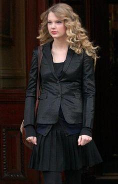 Leaving her hotel | London | February 16 2009