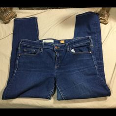 "Anthologie ""Pilcro Jeans"".  Sz 32 Check out these great Pilcro jeans.  In great condition.  Waist 17. Inseam 27"". Rise 10 Anthropologie Jeans Straight Leg"