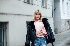 Sportlicher Streetstyle: So kannst du einen kurzen Hoodie lässig stylen - Netzstrumpfhose, Netz, Netz unter Jeans tragen, Puma Hoodie Cropped