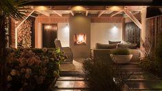 buitenpracht-houten-veranda-openhaard-houtopslag (7) Porch Veranda, Home Look, Garden Inspiration, Home Deco, Outdoor Gardens, Roof Gardens, Pond, Tiny House, Building A House