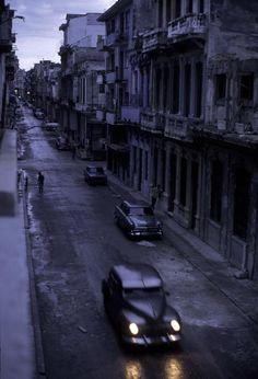 David Alan Harvey CUBA. Havana. 1998. A once elegant district is now deteriorating.