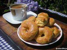 Πασχαλινά αφράτα κουλουράκια της μαμάς « enter2life.gr Bagel, Bread, Cookies, Easter, Food, Kitchens, Crack Crackers, Biscuits, Breads
