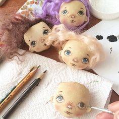 Малышня готовится к ярмарке. #куклы #куклысахаровойнатальи #ангел #angel #процессы